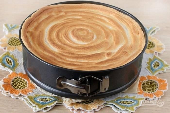 Достаньте пирог, когда он полностью остынет.