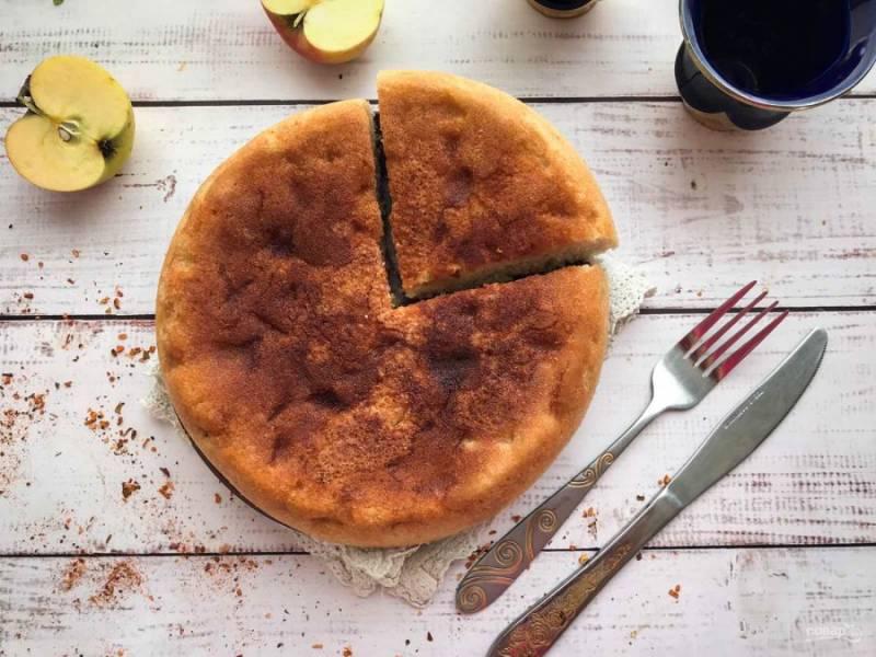 Шарлотка с яблоками из овсяной муки готова. Приятного аппетита!