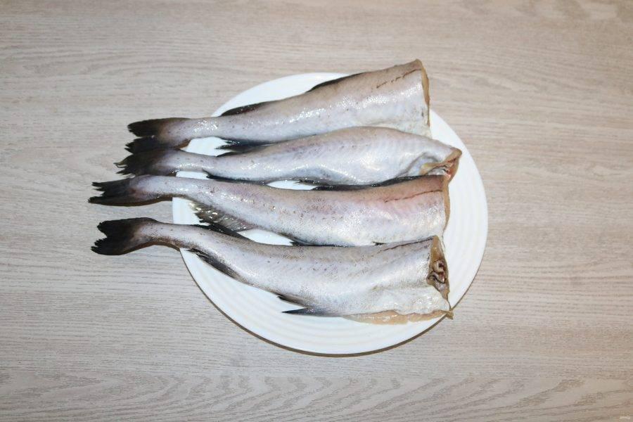 Рыбу почистите, помойте.