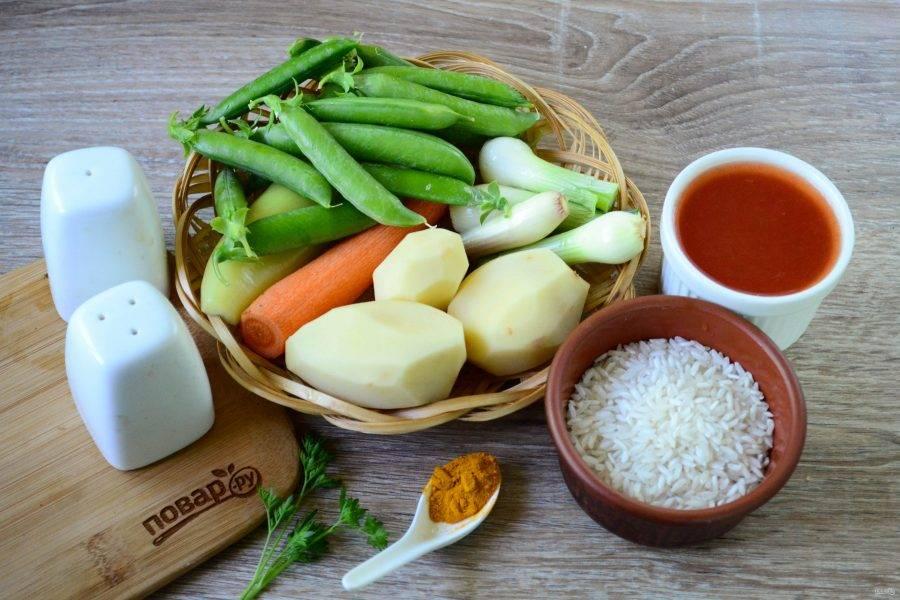 Подготовьте все необходимые ингредиенты. Все овощи очистите и ополосните проточной водой.