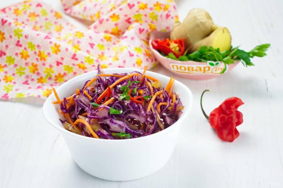 Азиатский салат с имбирем и чили