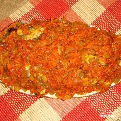 5.Выкладываем послойно салаку с маринадом и ставим в холодильник.(нужно чтобы салака постояла и пропиталась маринадом).Приятного аппетита.
