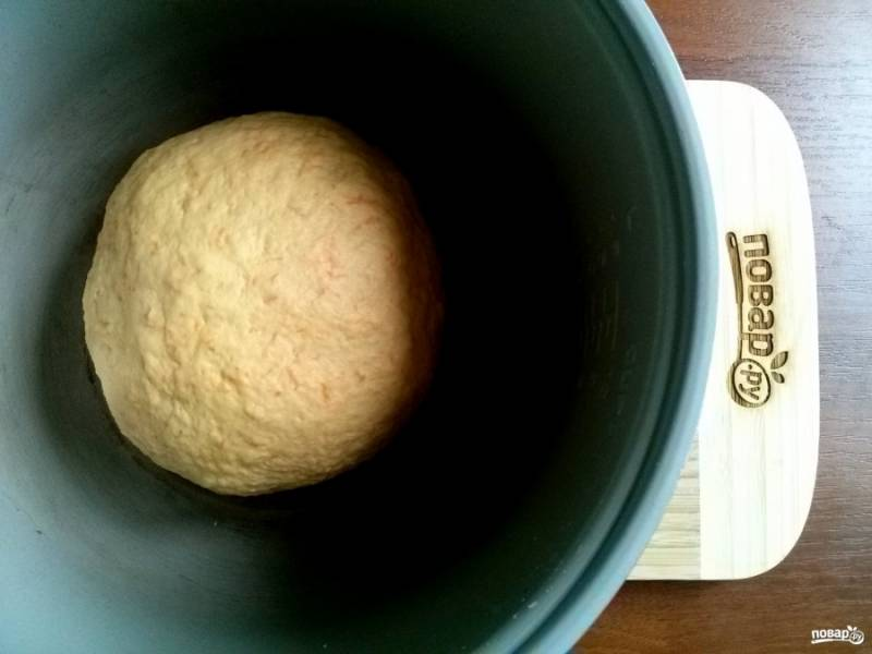 """Поместите тесто в чашу (миску), смазанную маслом, накройте и оставьте в теплом месте на 1 час для подъема. Я использую мультиварку. Режим """"Мультиповар"""", температура - 35 градусов."""