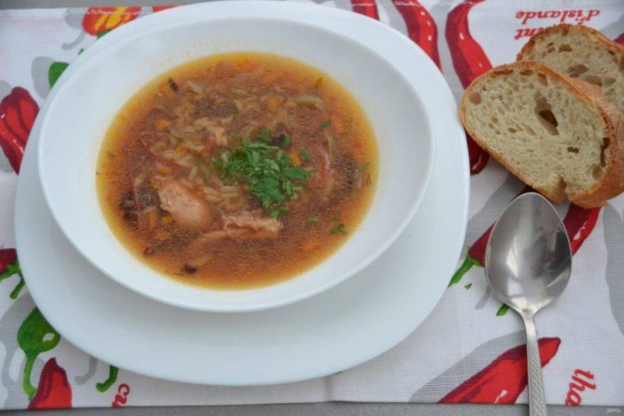 Вкусный суп готов, при желании его можно заправить сметаной или майонезом и присыпать свежей зеленью. Приятного аппетита!