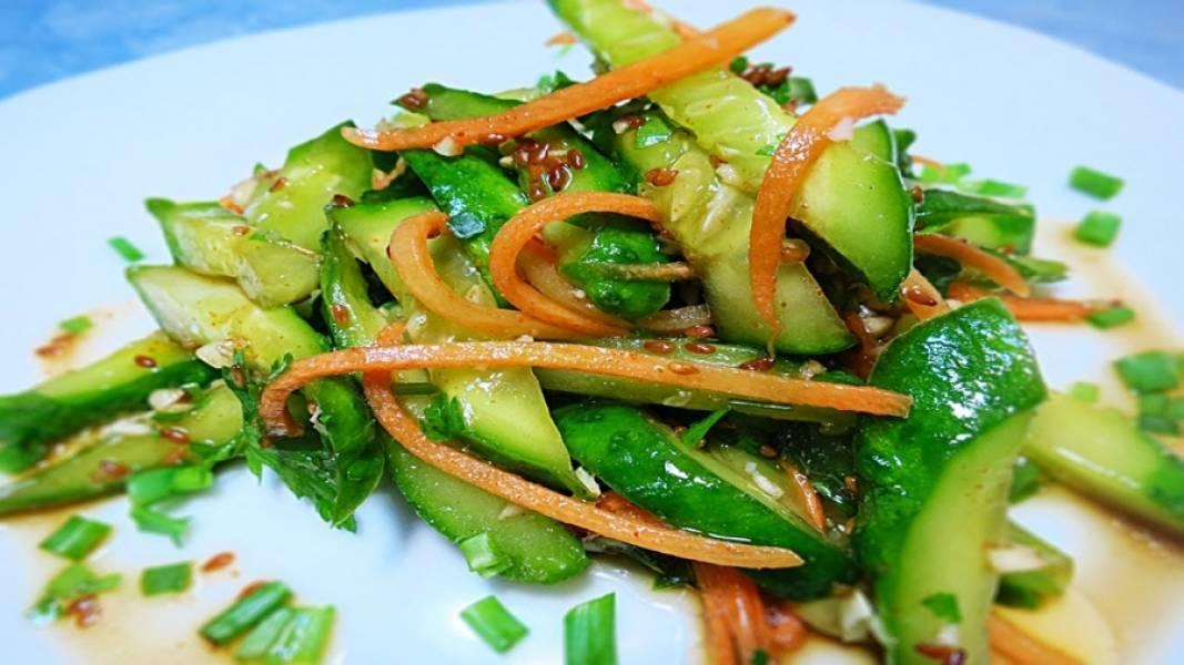 4. Зимой советую дополнить салат кунжутом или льняными семечками и заправить лимонным соком и оливковым маслом. Очень вкусно!
