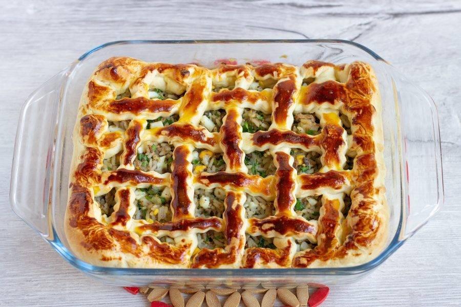 Пирог с тунцом готов! Дайте ему немного остыть и вынимайте из формы. Вкусно как в теплом, так и в холодном виде.