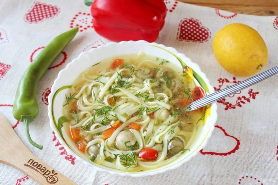 Ароматный, вкуснейший суп подавайте на обед.