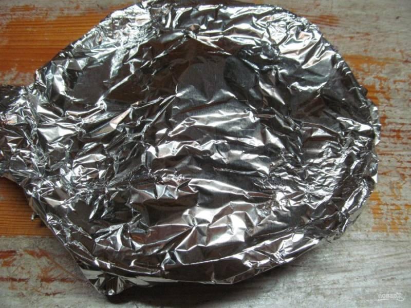 Накройте фольгой и отправьте в духовку, разогретую до 200 градусов на минут 40.