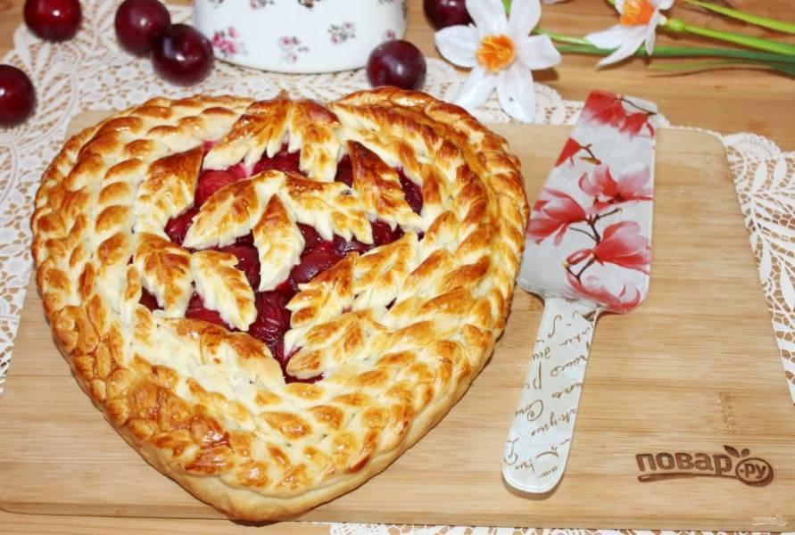 Дрожжевой пирог со сливами готов.