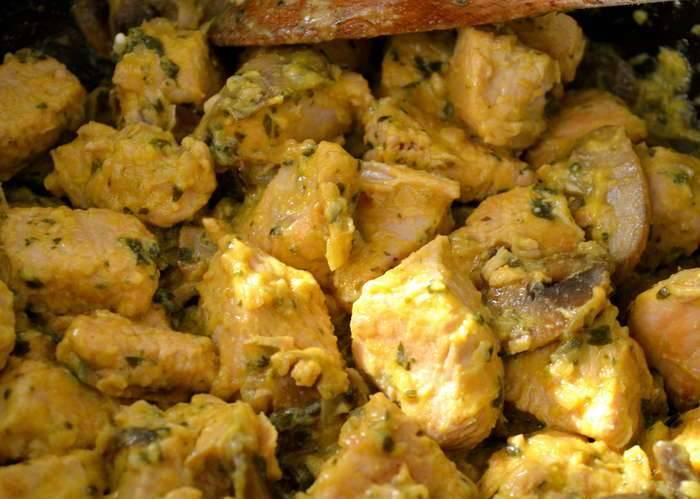 Вот теперь наше фрикасе из индейки готово и, кстати, оно отлично сочетается с любым гарниром. Приятного аппетита!