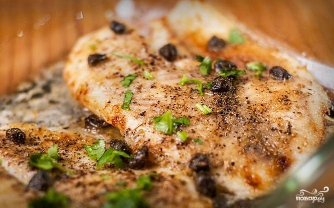 5. Филе тилапии в духовке готово! Подавайте с рисом или свежим салатом. Готовое блюдо можно украсить рубленой петрушкой или дольками лимона. Приятного аппетита!