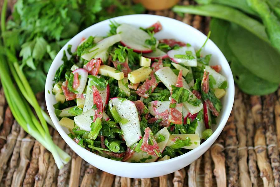Салат с редиской и колбасой