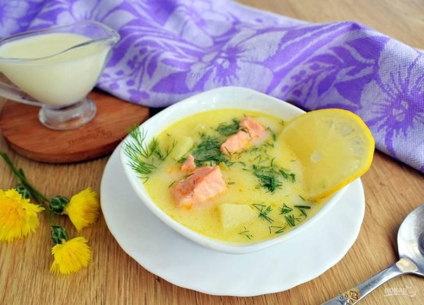Подавайте уху по-фински горячей с рубленым укропом и ломтиком лимона. Приятного аппетита!