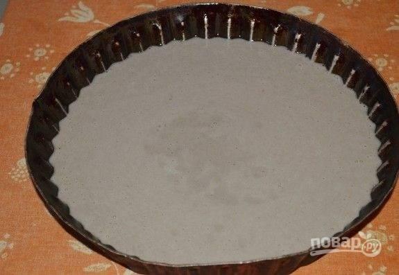 8. Тщательно перемешайте, чтобы получилось однородное тесто. Вылейте его в жаропрочную форму, смазанную маслом или застеленную пергаментом.