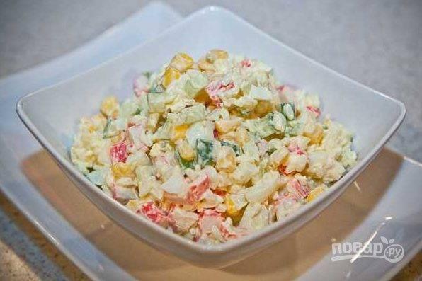 Крабовый салат с огурцами