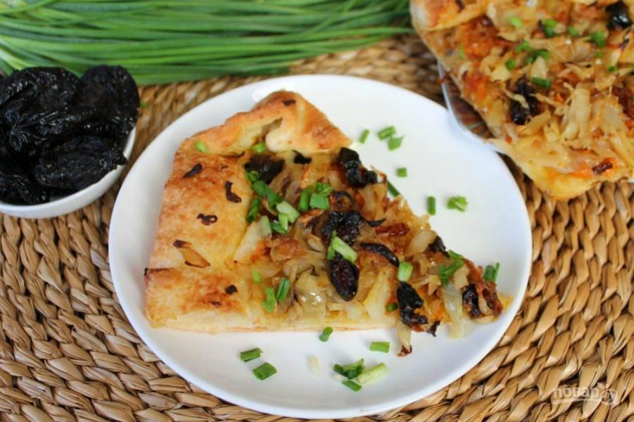 Пирог с капустой готов, подаем горячим, приятного аппетита!