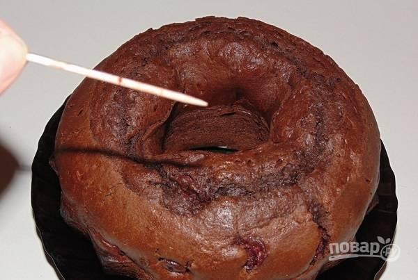 6. При температуре 180 градусов выпекайте кекс до готовности.