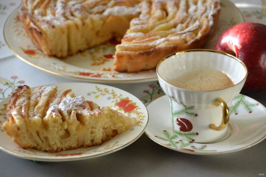 Пирог чудо, как хорош, к тому же красивый! Приятного чаепития!