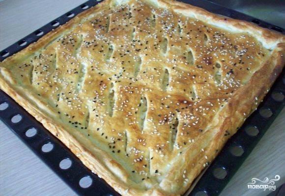 Отправляем пирог в духовку на полчаса. Температура запекания - 180 С. Пирог готов! Приятного аппетита!