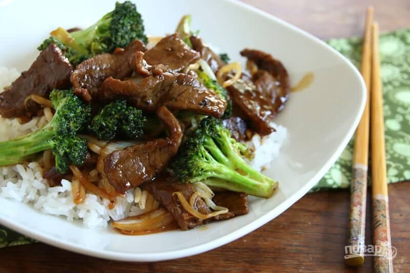7.Подавайте говядину с гарниром из отварного риса. Приятного аппетита!