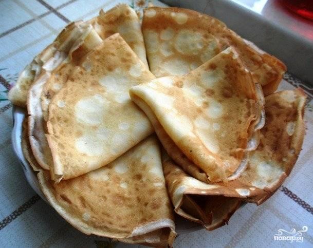 5. Выкладываем наши блины без соды на блюдо, подаем в горячем виде.