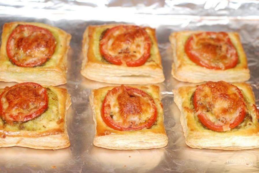 4. Разогрейте духовку до 200 градусов, выпекайте мини-тарты 15-17 минут.