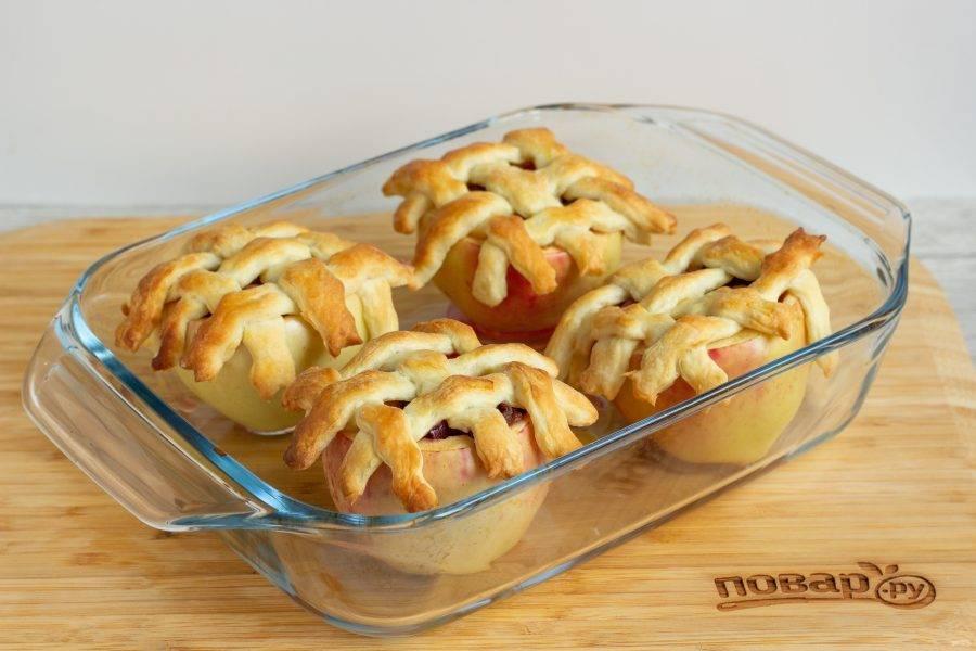 Наши яблоки готовы! Подавайте к столу в теплом или холодном виде.