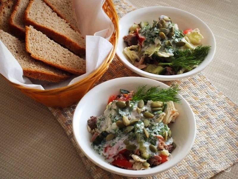 Салат подавайте сразу же после приготовления с ржаным хлебом. Приятного аппетита!