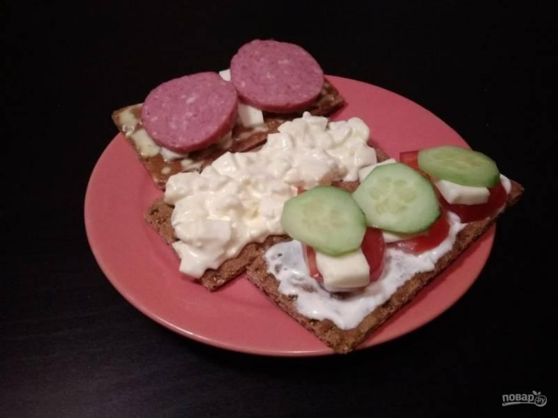 9. 3 вида закуски на хлебцах готовы! Приятного аппетита!