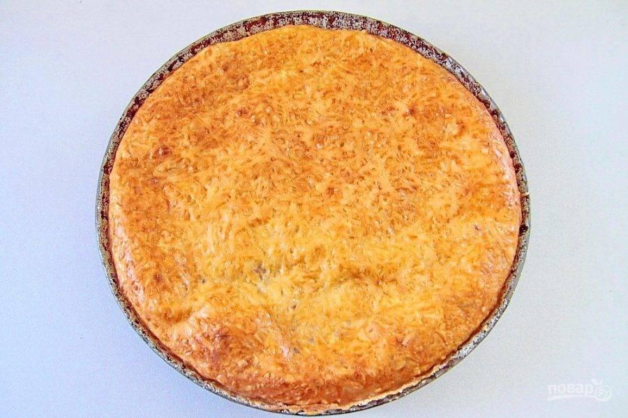 Выпекайте пирог при 180 градусах около 40 минут до золотистого цвета. Рыбный пирог из жидкого теста готов.