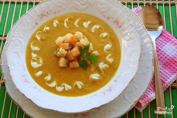 Подать суп с гренками. Приятного аппетита!