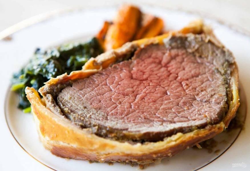 12.Подавайте говядину «Веллингтон» в горячем виде, приятного аппетита!