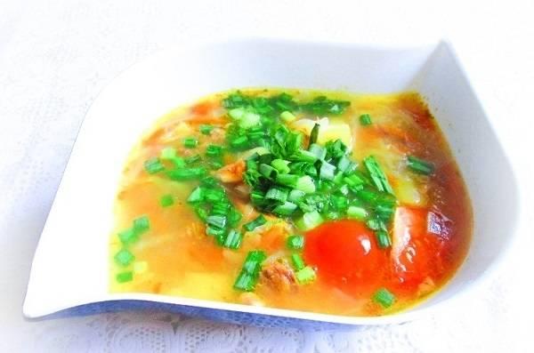 5. Вымойте, обсушите и измельчите свежую зелень. Добавьте её в тарелку при подаче. Вот такое яркое, аппетитное и очень вкусное блюдо получилось в результате.  Приятного аппетита!