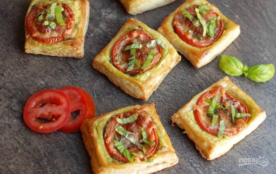 Мини-тарты с томатом и песто