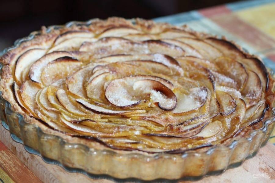 Выпекайте пирог при 180 градусах в духовке в течение 35 минут. Приятного чаепития!
