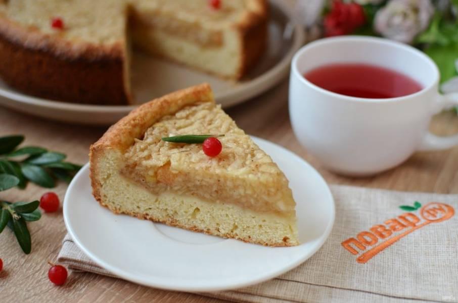 8. Угощайтесь вкусный яблочным пирогом!