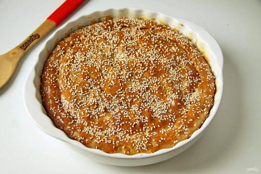 Пирог с картошкой, грибами и курицей готов. Можно подавать его как в горячем, так и в остывшем виде.