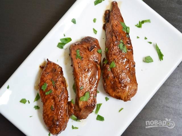 8.Выложите мясо в тарелку и подавайте к столу.