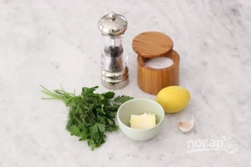 2. Для начала выложите все ингредиенты, необходимые, чтобы приготовить ароматное сливочное масло.