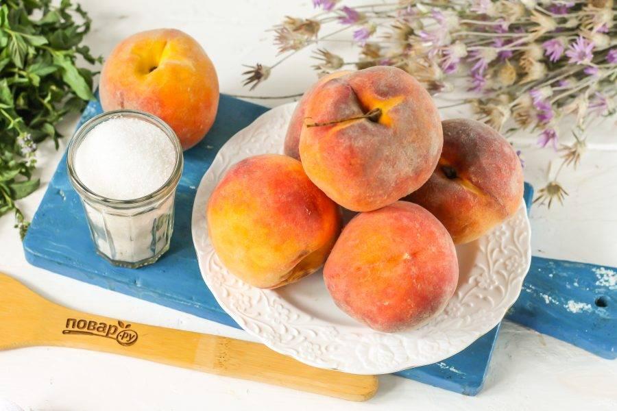 Подготовьте персики и сахар.