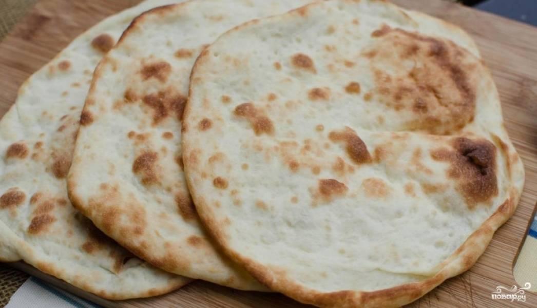 Получаются вот такие аппетитные индийские лепешки наан.