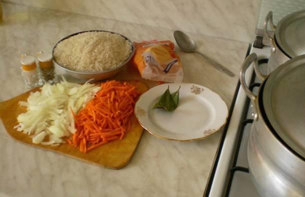 Морковь и лук мелко нарезаем.
