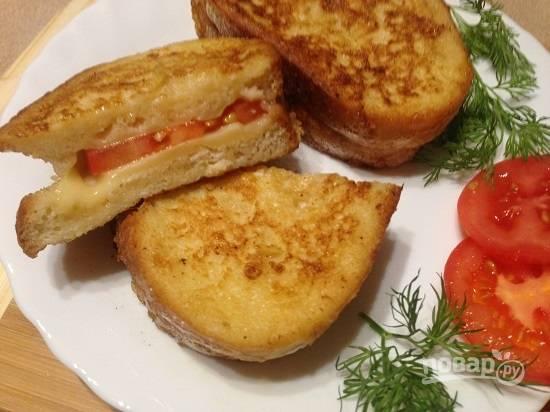 11. Внутри он выглядит вот так: сыр растаял, помидор размягчился. и получилось очень вкусно :)