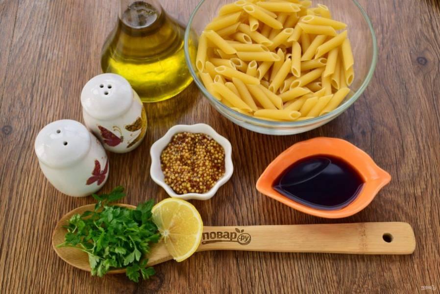 Для заправки нам понадобятся: зерновая горчица, соевый соус, оливковое масло и лимонный сок.