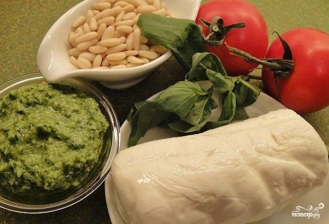 Подготовим все необходимые ингредиенты для приготовления этой великолепной итальянской закуски.