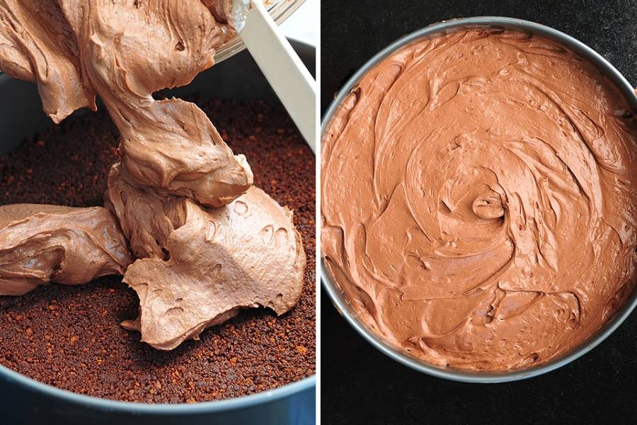 7. Когда шоколадная масса стала однородной, самое время доставать корж. За это время он успел уже затвердеть. На корж аккуратно выложить крем и разровнять. Шоколадный торт без выпечки в домашних условиях практически готов. Теперь осталось дело за малым - отправить его в холодильник минимум на 4-5 часов. Перед подачей его можно присыпать какао или украсить фруктами, орехами и даже конфетами. Впрочем, он красивый даже без украшения.