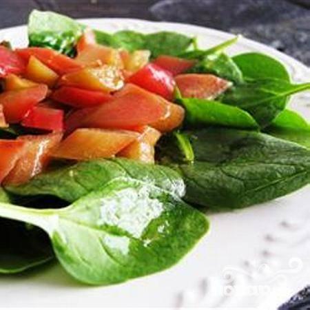 Салат из ревеня и шпината