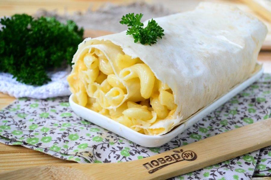 Макароны под сыром в лаваше готовы. Подавайте с кетчупом, майонезом или другим соусом. Приятного аппетита!