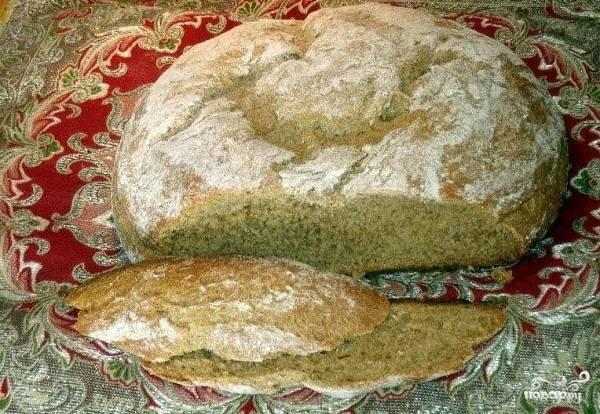 8. На последнем этапе при температуре 180 градусов печется хлебушек еще около получаса. После достаньте из духовки как следует остудите перед подачей. Вот и весь секрет, как приготовить черный хлеб в духовке. Надеюсь, что он вам придется по вкусу.