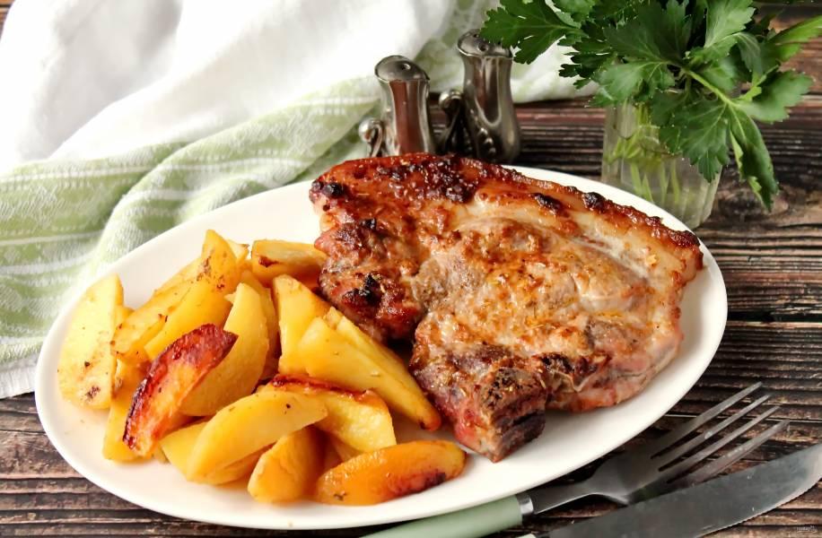 Мясо на косточке с картошкой в духовке